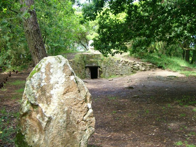 This stone is aligned with the entrance tunnel of the tumulus.